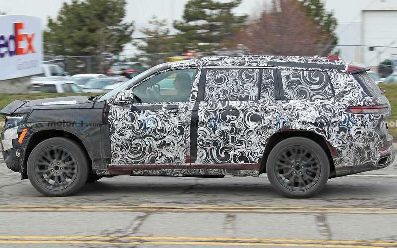 Трехрядный Jeep Grand Cherokee— новые фото