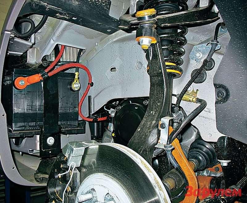 Возможно, дляамериканцев такое расположение батареи на«Крайслере-Себринг» приемлемо, нодляроссиян на«Волге-Сайбер», аналоге заокеанской машины, явно не годится.