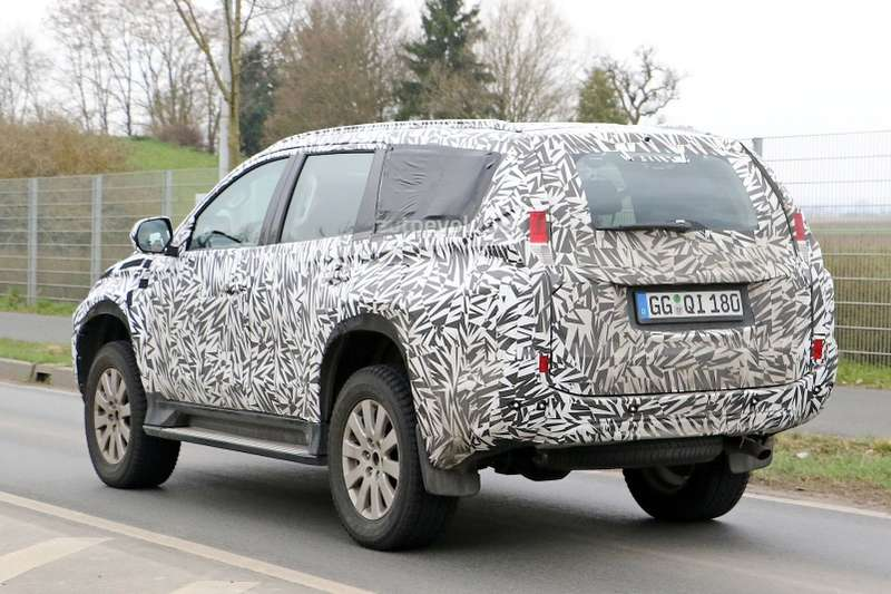 spyshots-2016-mitsubishi-pajero-sport-montero-sport-spied-for-the-first-time_5