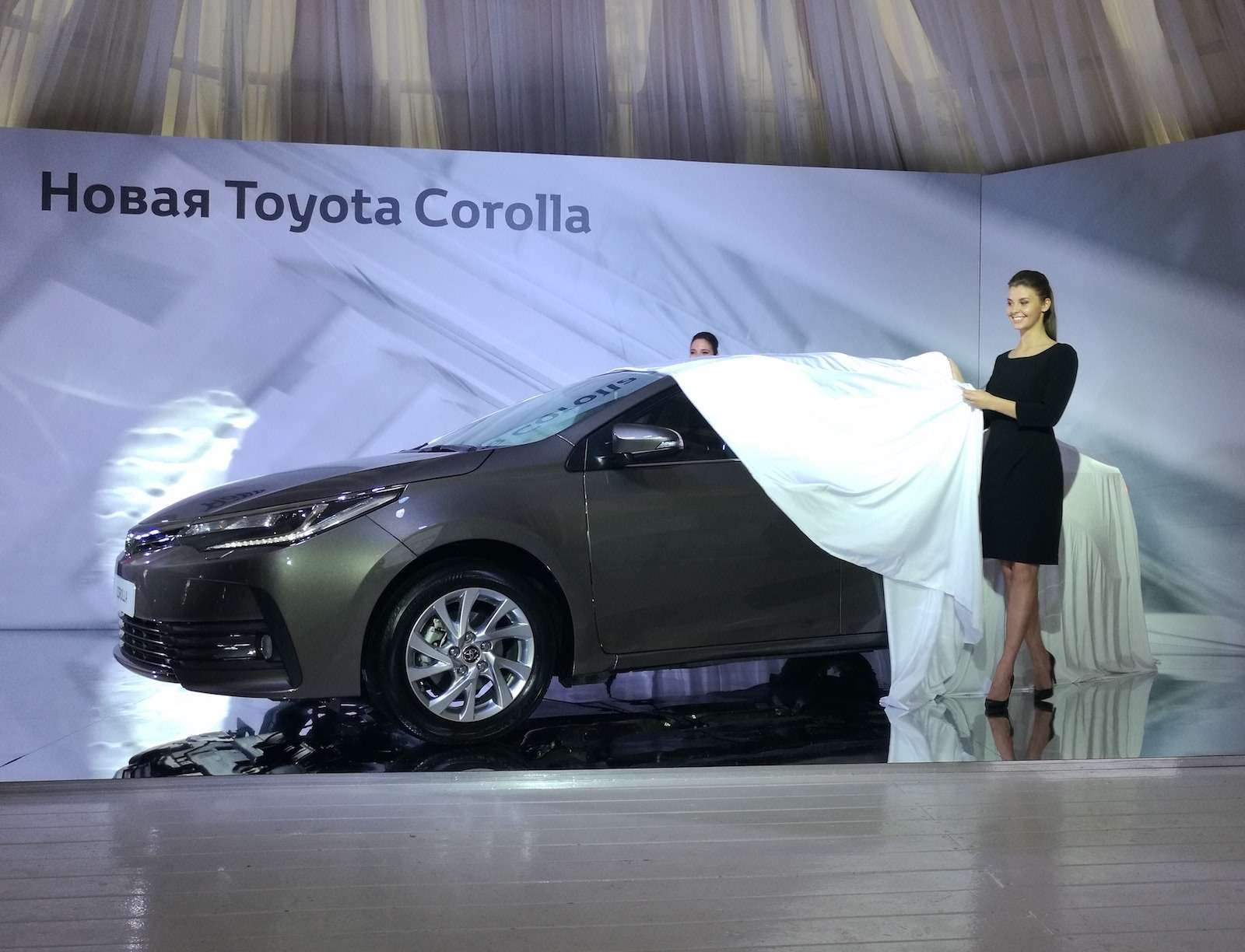 Toyota представила обновленный седан Corolla— фото 599065
