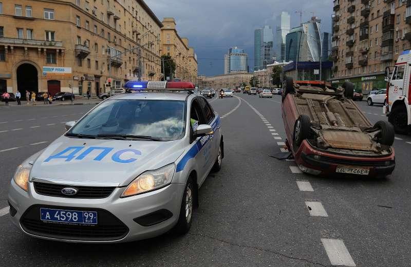 Инспекторы ДПС вМоскве получают информацию онарушителях иугонах напланшеты