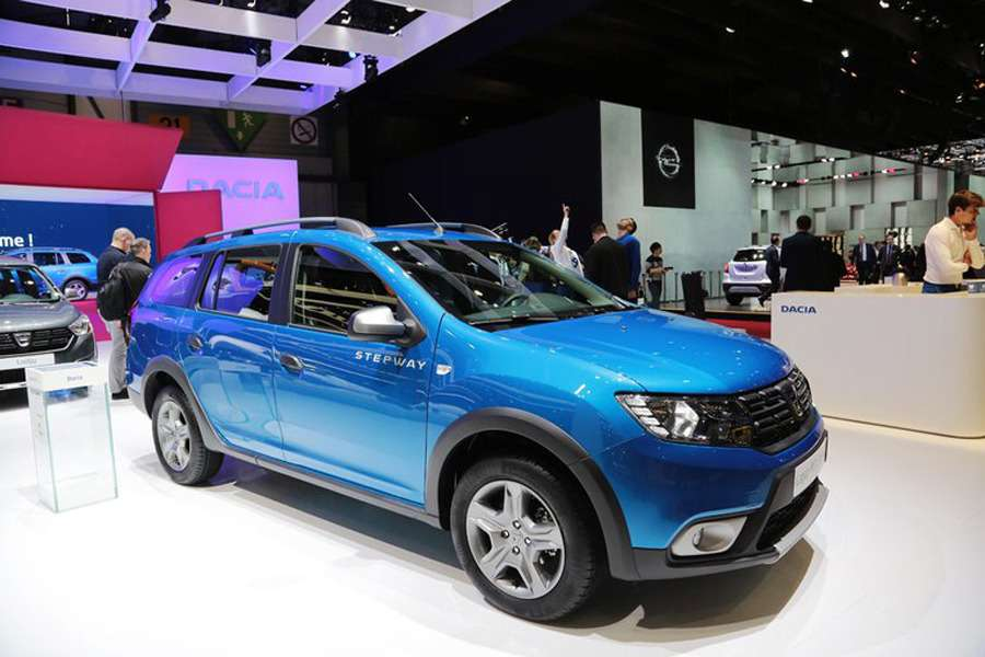 Подняться надЛоганом: Dacia представила вЖеневе кросс-универсал MCV Stepway— фото 717763