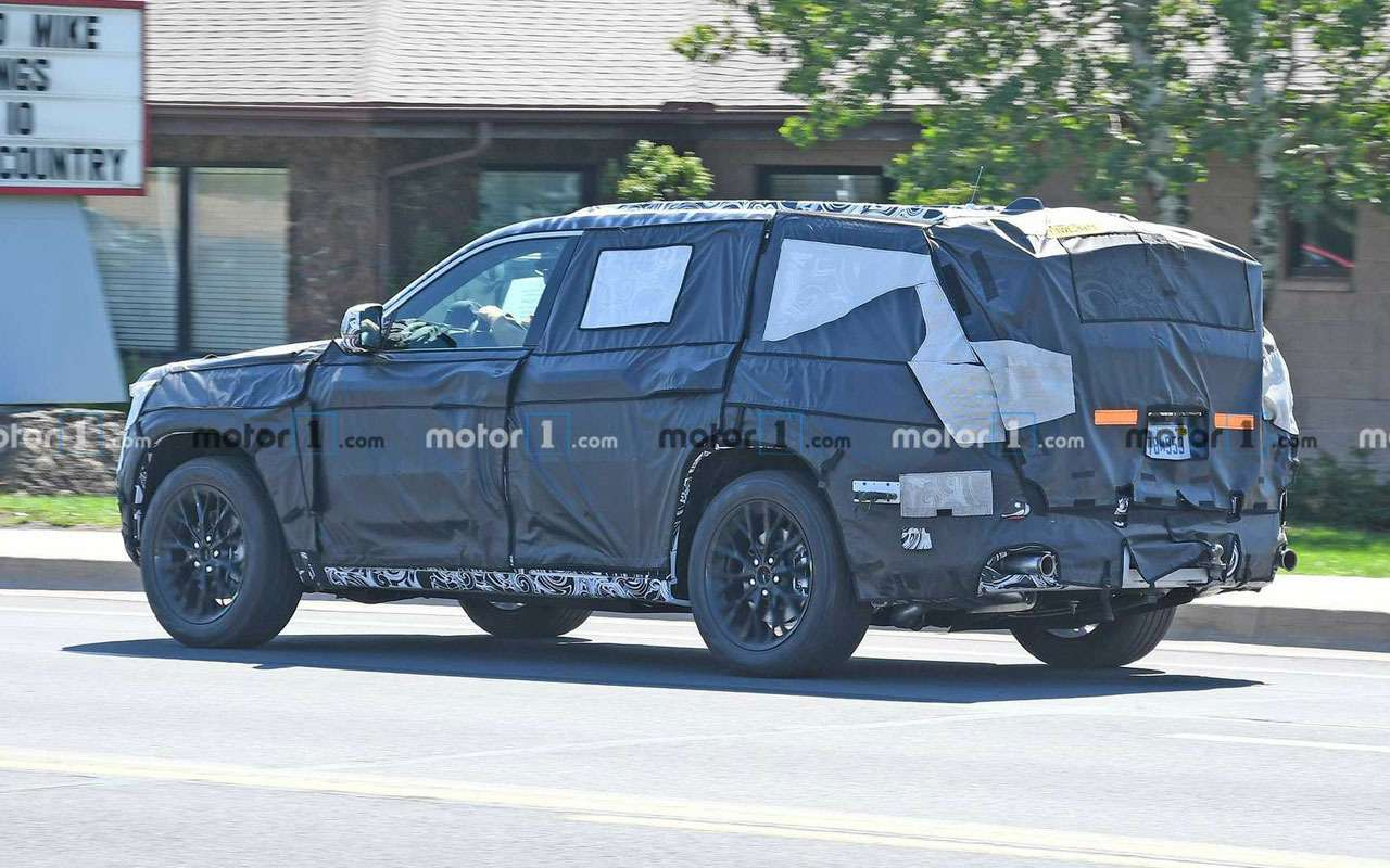 Новый Jeep Grand Cherokee— салон как уМерседеса— фото 1156108