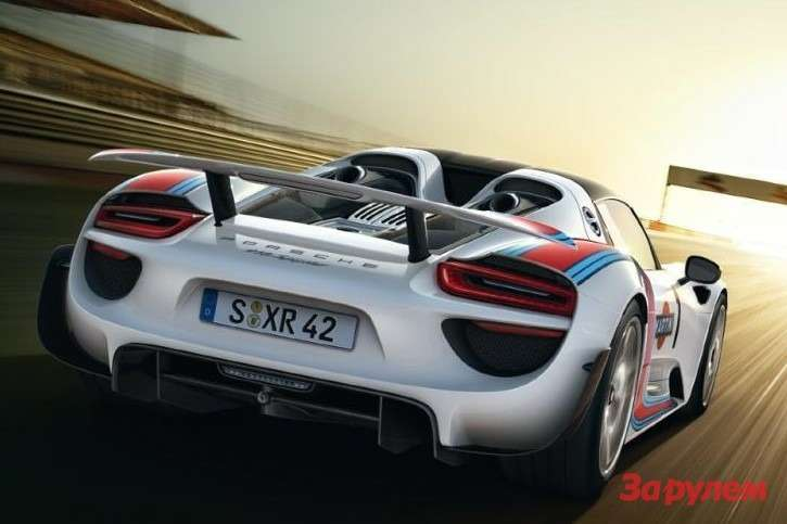Porsche 918 Spyder side-rear view 2