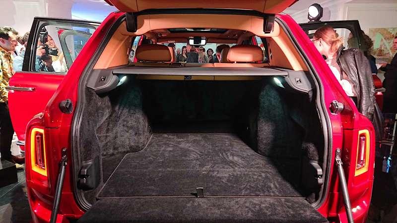 Ктодороже? Rolls-Royce привез вРоссию кроссовер за25миллионов