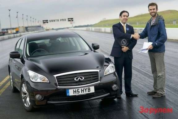 Infiniti M35h front view