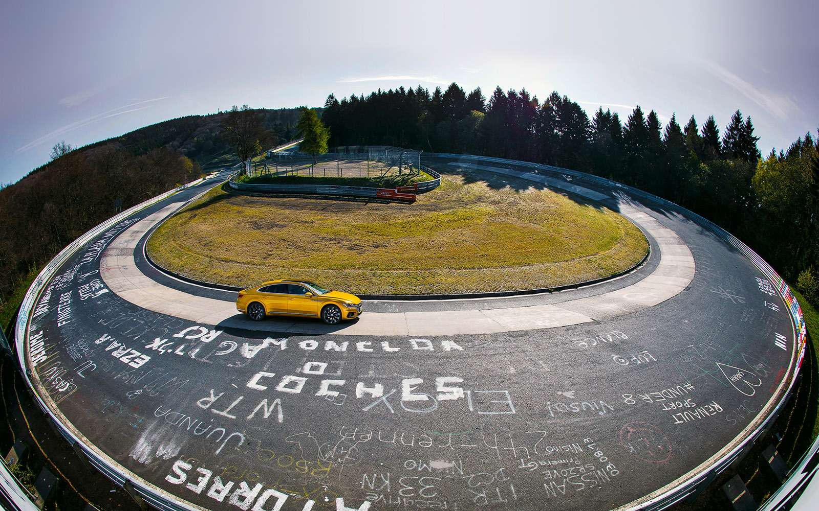 Volkswagen Arteon— первый тест-драйв— фото 768778