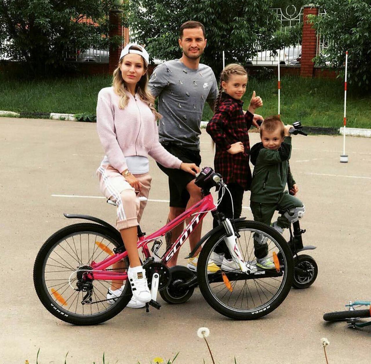 Начем ездят Акинфеев идругие игроки российской сборной— фото 878567