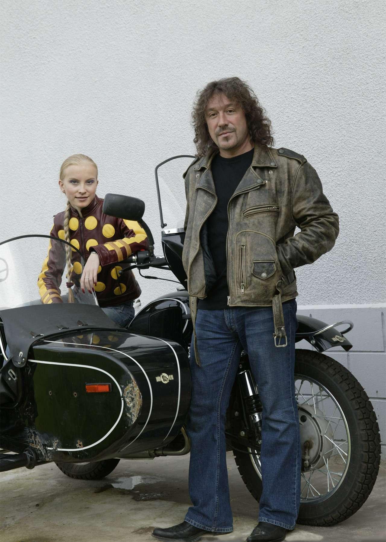 сегодня те, владимир кузьмин на мотоцикле фото роджера есть