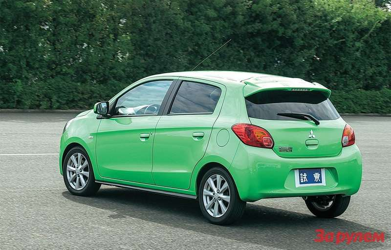 Mitsubishi Attrage Изначально модель вышла скузовом хэтчбек. Такие машины унас не покупают: ни«Мазду-2», ни«Тойоту-Аурис», ни «Сузуки-Сплэш».