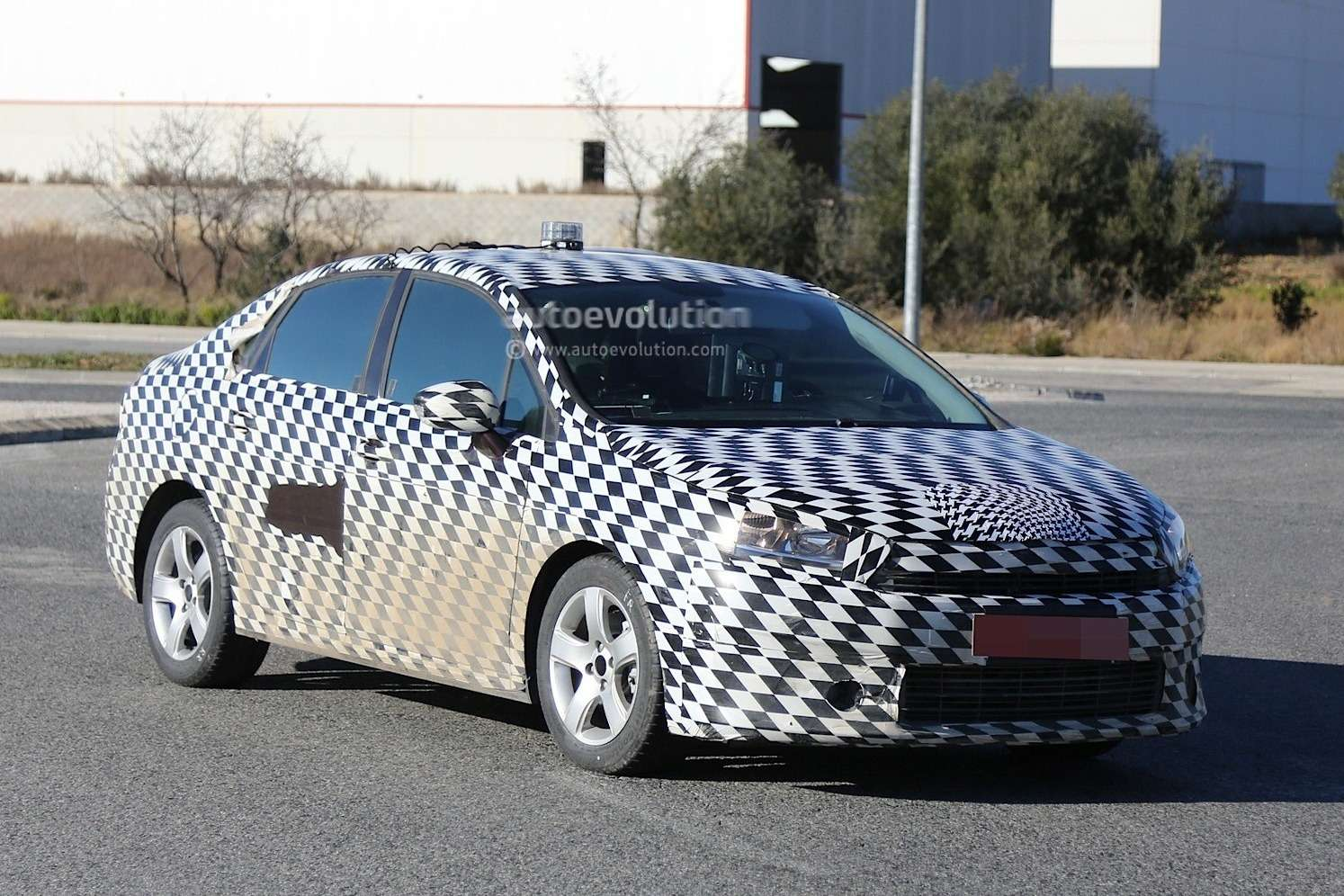 mystery-citroen-compact-sedan-spied-testing-in-spain-could-be-the-new-c4-lunge_3