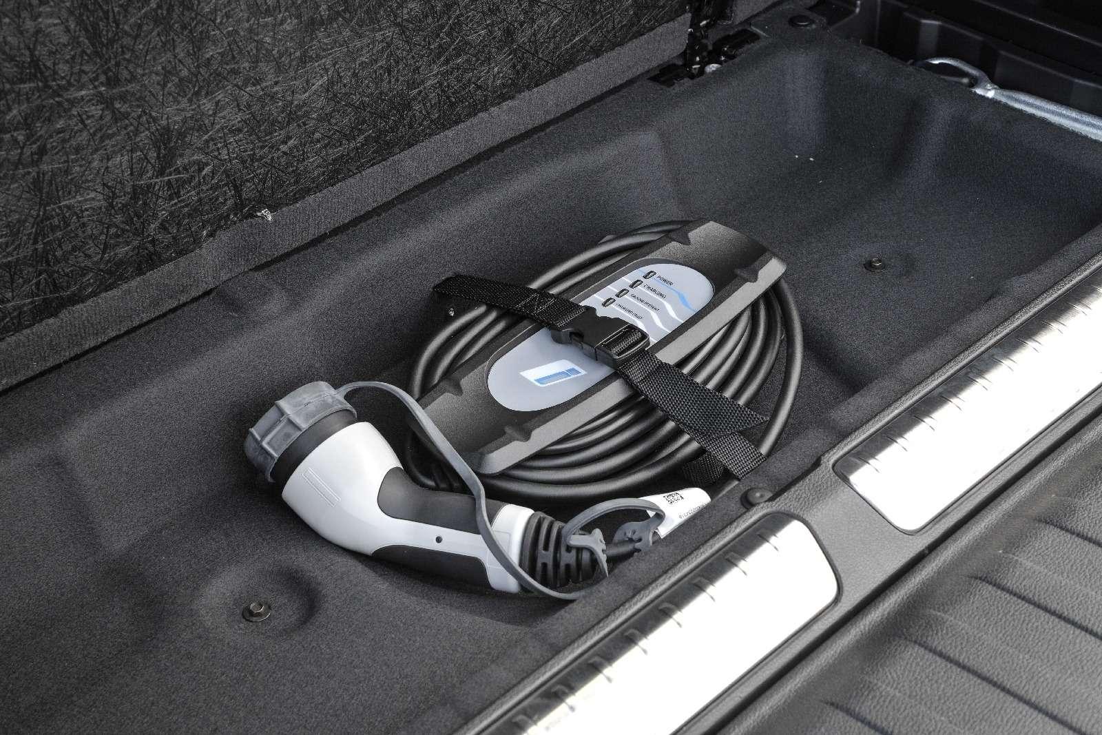 BMWобъявила остарте продаж вРоссии двух моделей линейки iPerformance— фото 596675