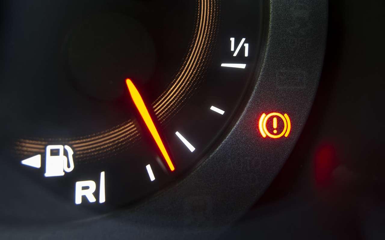 9 ситуаций, когда механический ручник лучше электронного— фото 902346