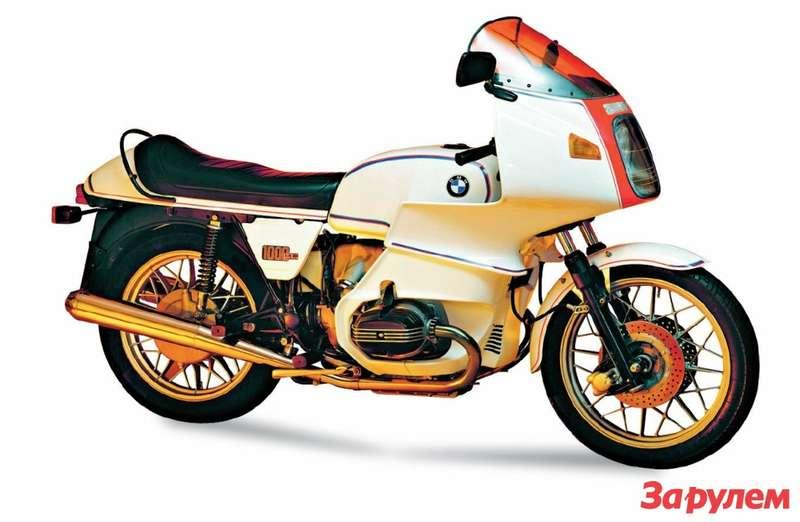 BMWR100RS поразил публику в1976 году своим огромным туристическим обтекателем имного- спицевыми литыми колесами.