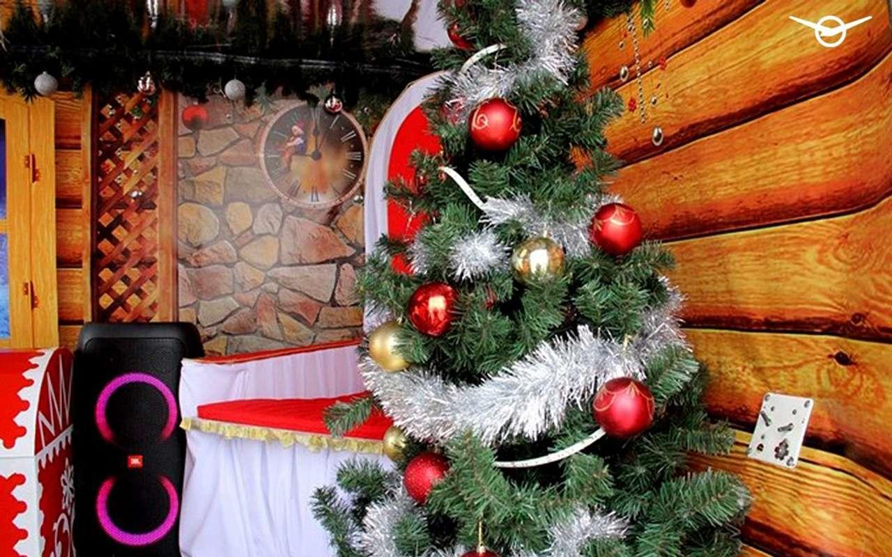 УАЗБуханку превратили вавтомобиль Деда Мороза— фото 1211808