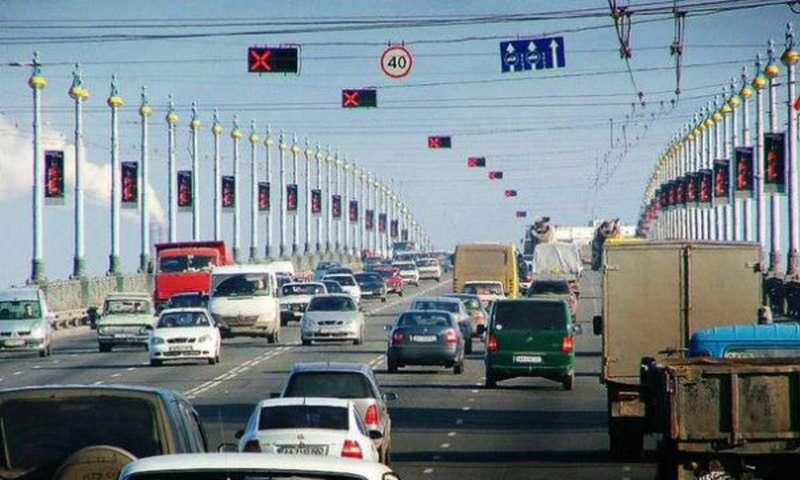 В Москве загадочно исчезла одна изтрех реверсивных полос