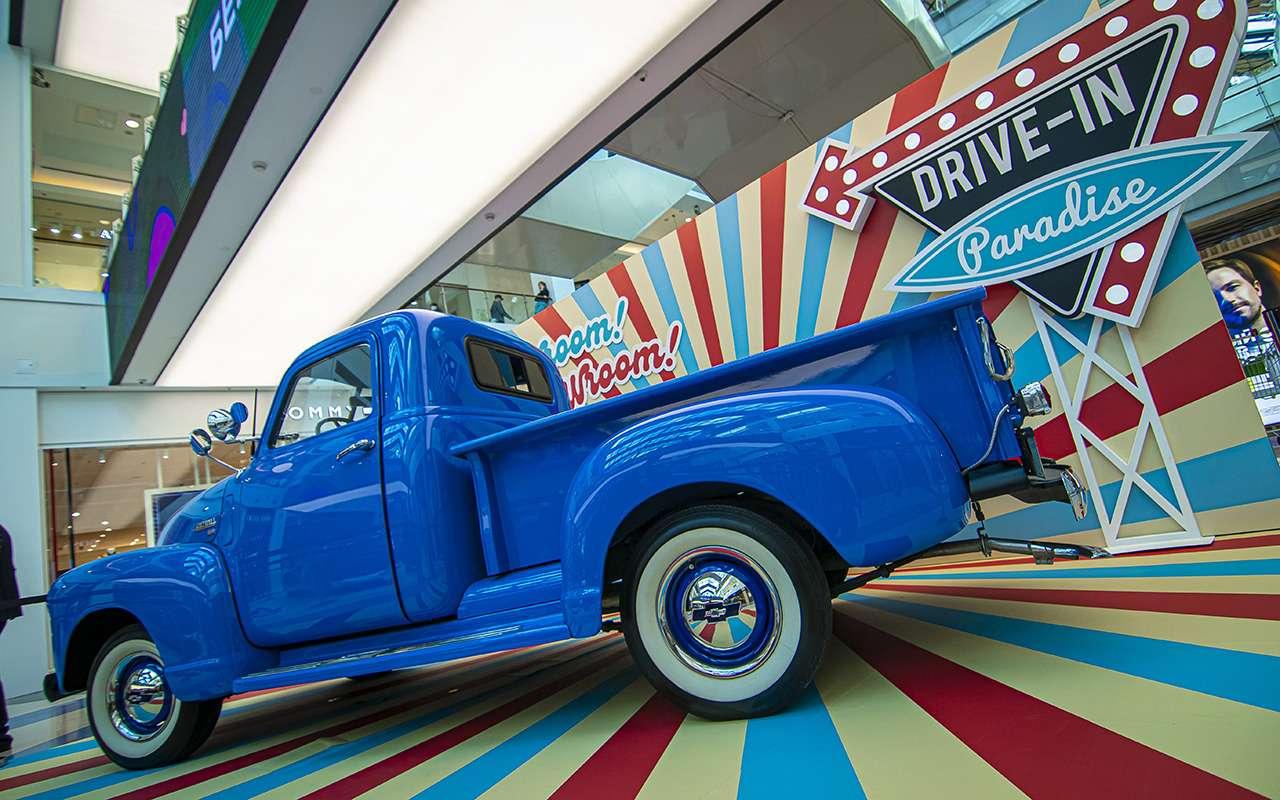 Бэтмобиль и другие прикольные машины (17 фото с выставки) - фото 1168683