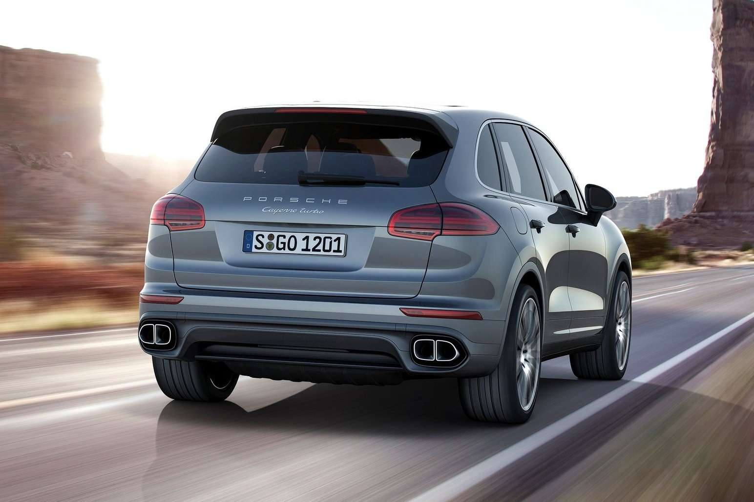 Porsche-Cayenne_2015_1600x1200_wallpaper_06