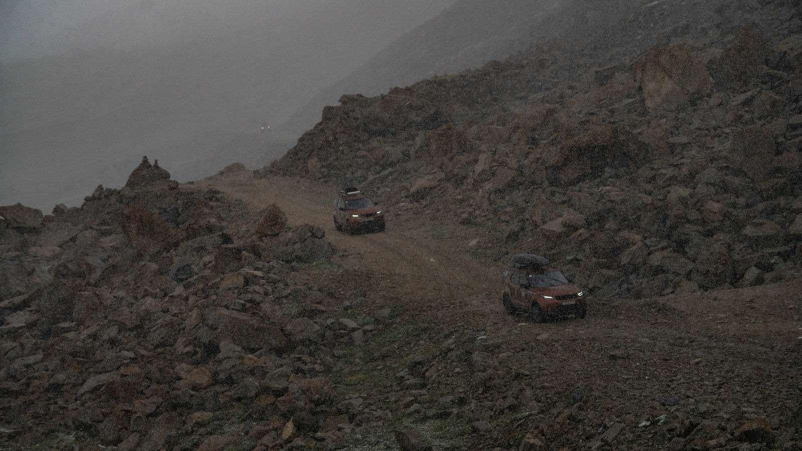 НаLand Rover Discovery встрану гор идвух тысяч озер— фото 902993