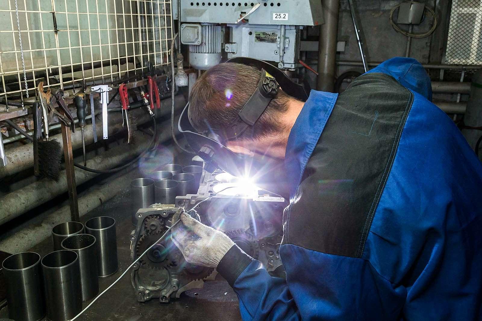 Каквосстанавливают двигатели спомощью сварки— фото 613409