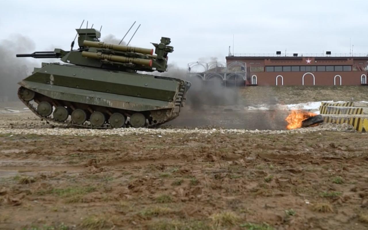 Тест-драйв боевого военного робота «Уран-9»— фото 927698