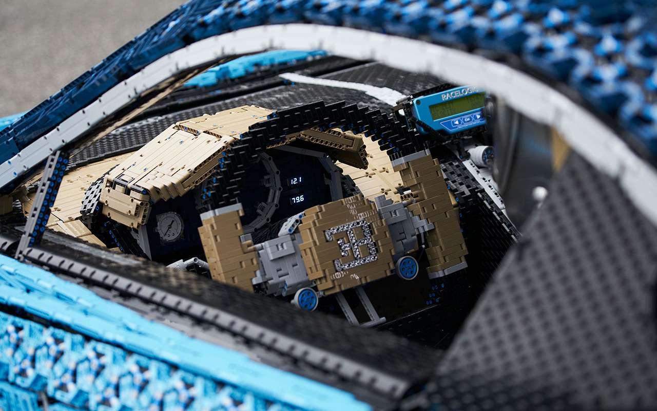 Bugatti Chiron изLego— успейте посмотреть вПарке Горького— фото 987695