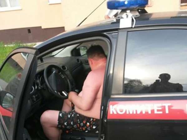 СКуволил сотрудника, разъезжавшего втрусах наслужебном авто