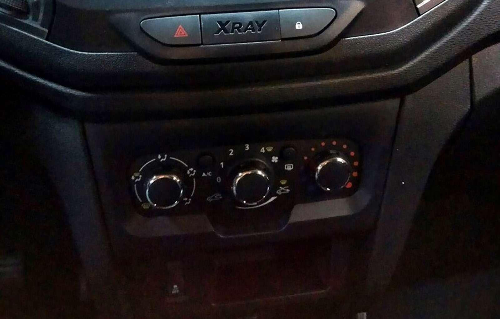 Самая дешевая Lada XRAY: первые фото иинформация— фото 924405