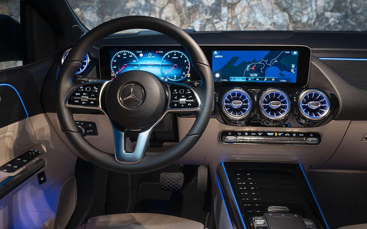 Тест Mercedes-Benz B-класса сновым роботом (нонедляРоссии)