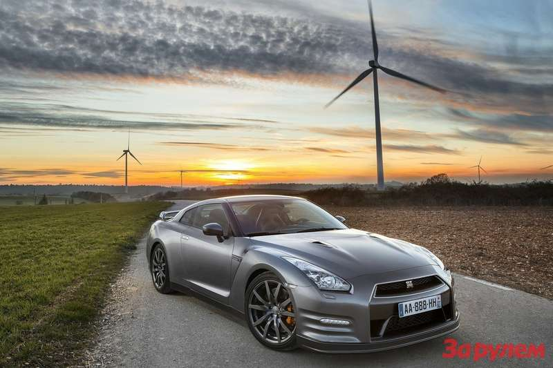 Nissan GT R 2013 1600x1200 wallpaper 01n