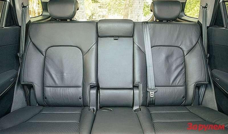 Hyundai Grand Santa FeВофлагманском «Хёндэ» вполне сносно— впредшественнике теснее.