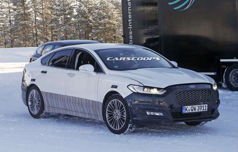 2017-Ford-Mondeo-4