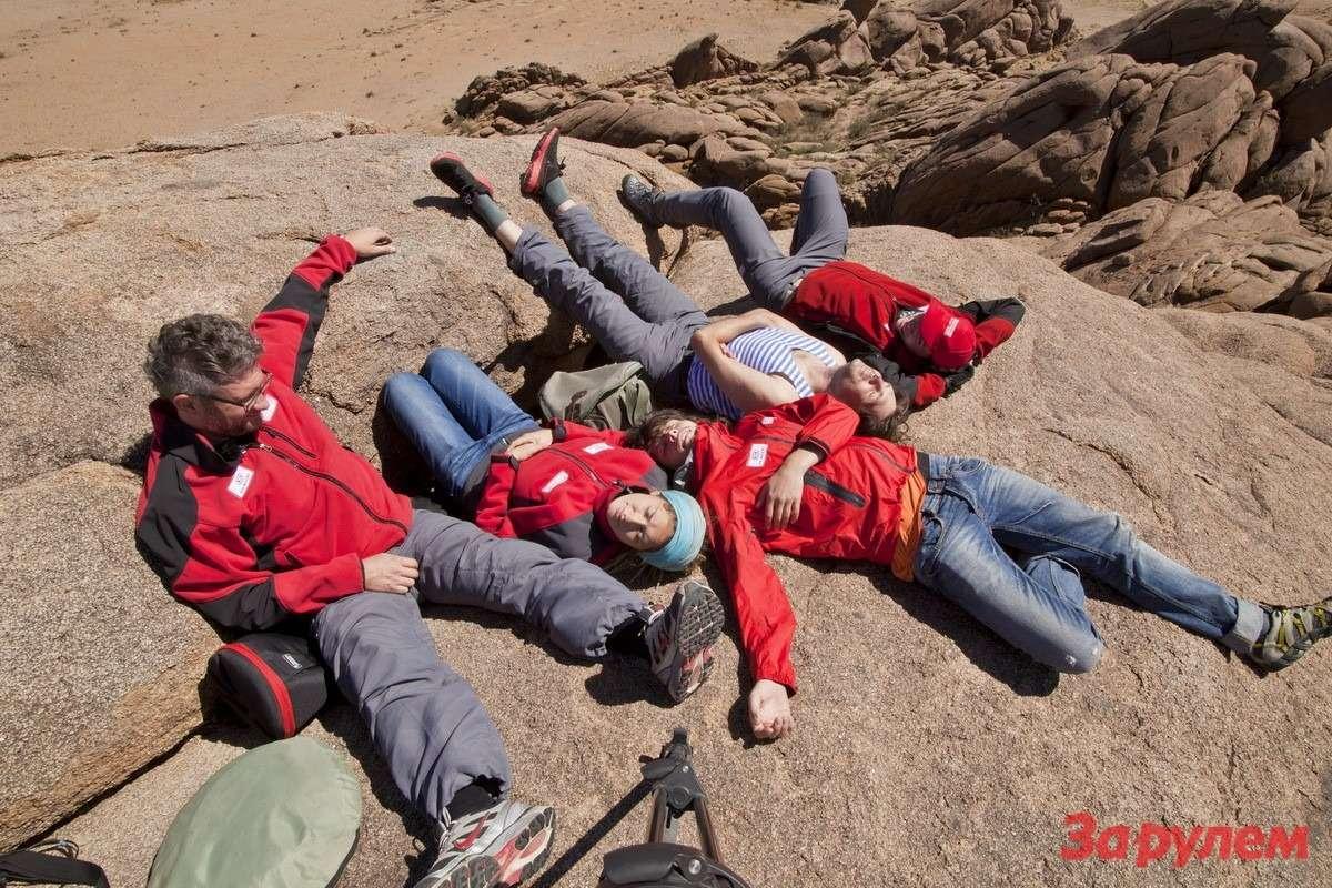 Редкие минуты отдыха отработы. Под нами 2500м надуровнем моря, носамого моря мынакарте Монголии так иненашли