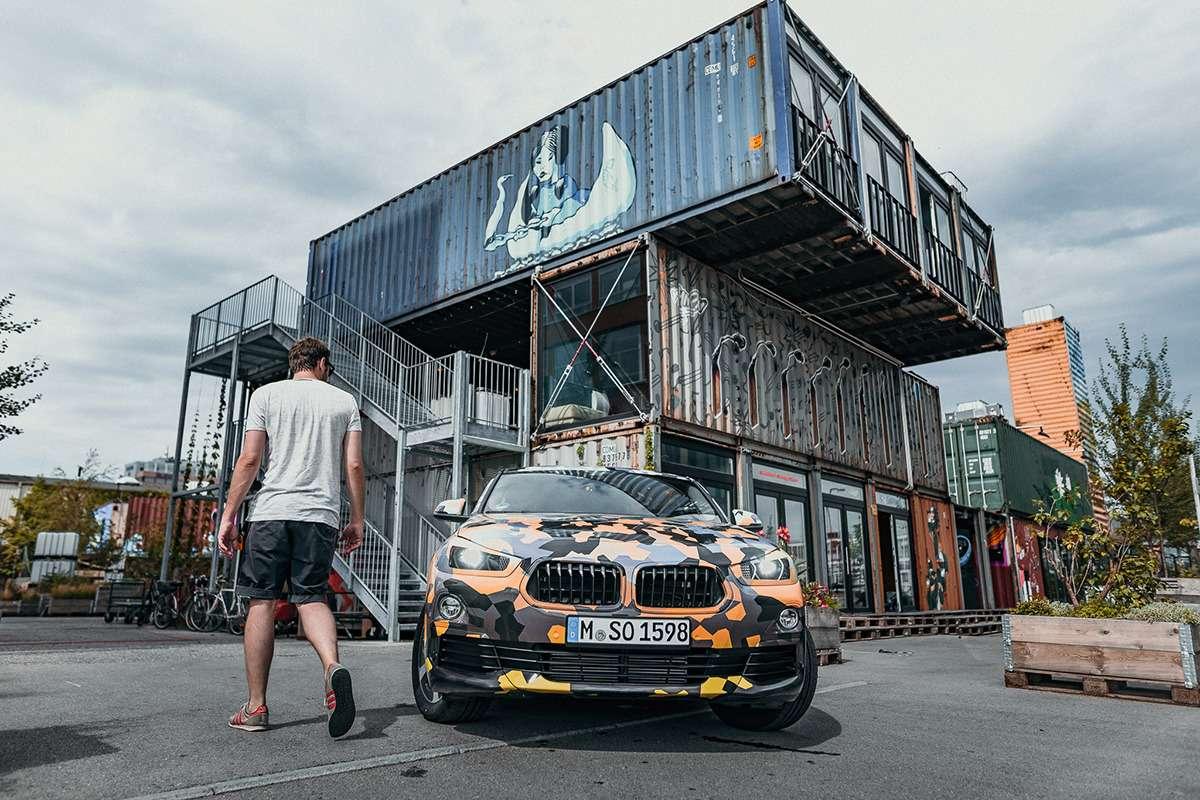 Первые фотографии серийного кроссовера BMW X2— фото 782727