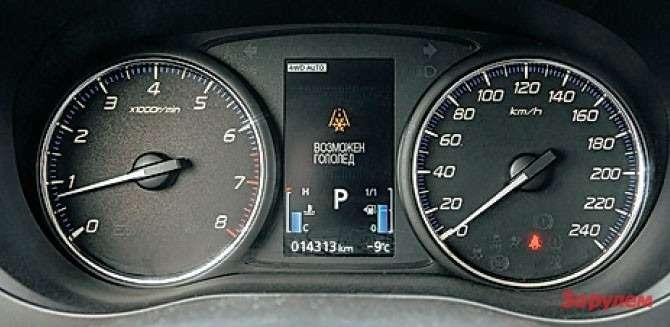 Голубые реснички указателей топлива итемпературы— самые выразительные детали интерьера.