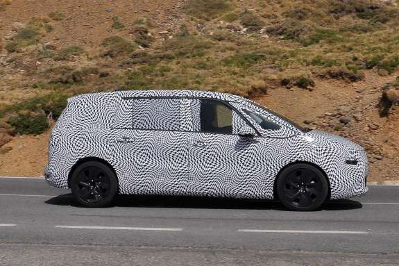 Restyled Citroen Grand C4Picasso test prototype side view_no_copyright