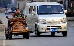 Китайский плотник смастерил автомобиль издерева