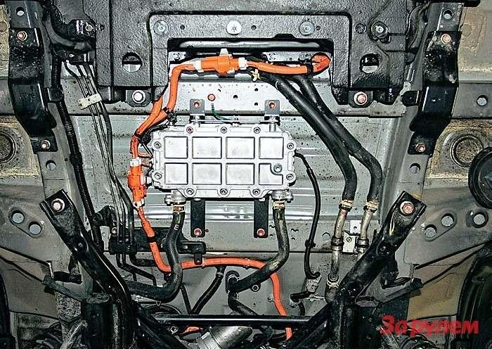 Система отопления i‑MiEV энергозатратна. Электричеством кипятят антифриз, онгреет радиатор печки. Сокращается запас хода.