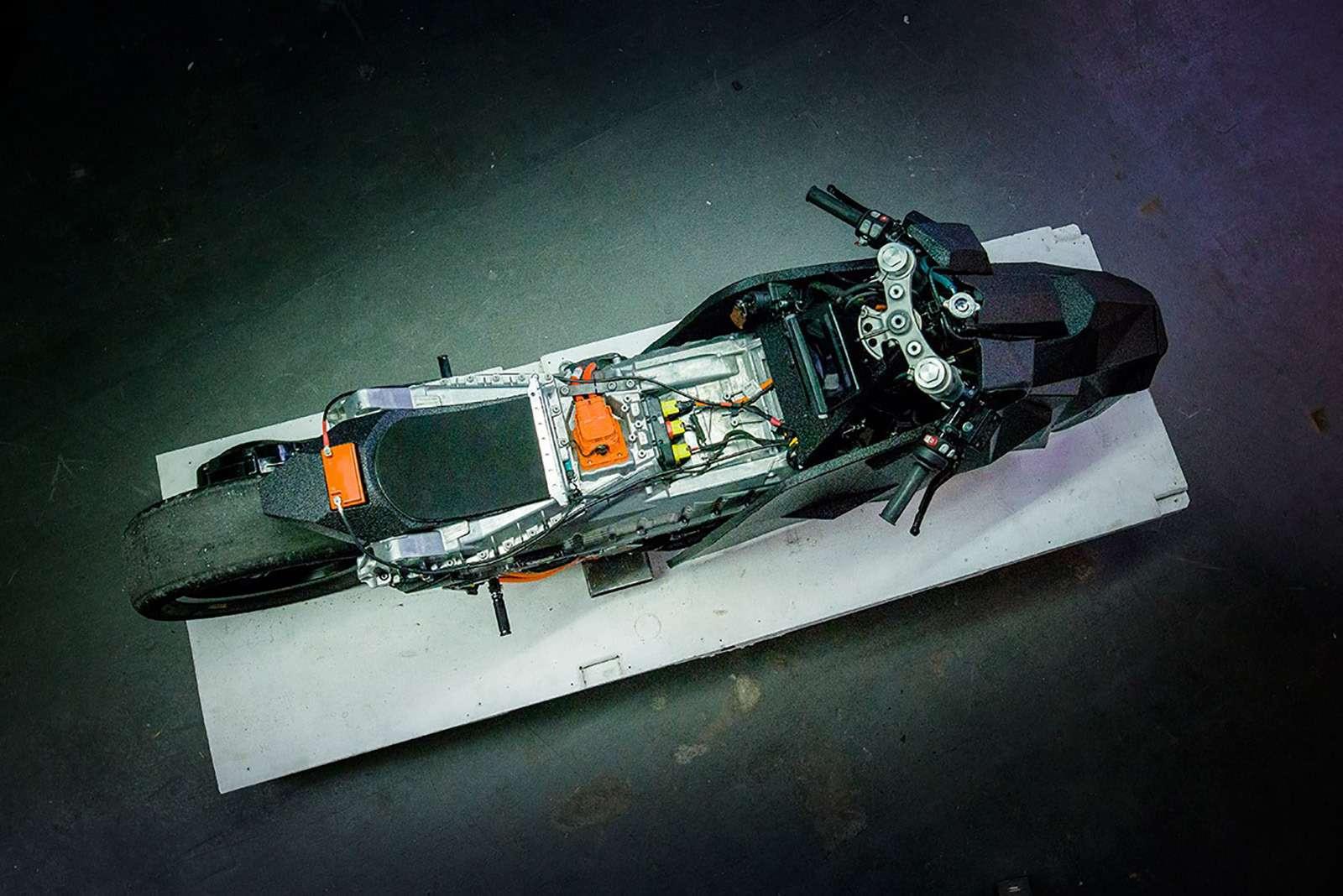 Немец превратил электроскутер BMW вбэтмобиль— фото 789652