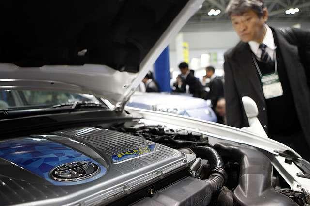 Японский производитель показал вТокио прототип водородного седана, который поступит всерийное производство через два года