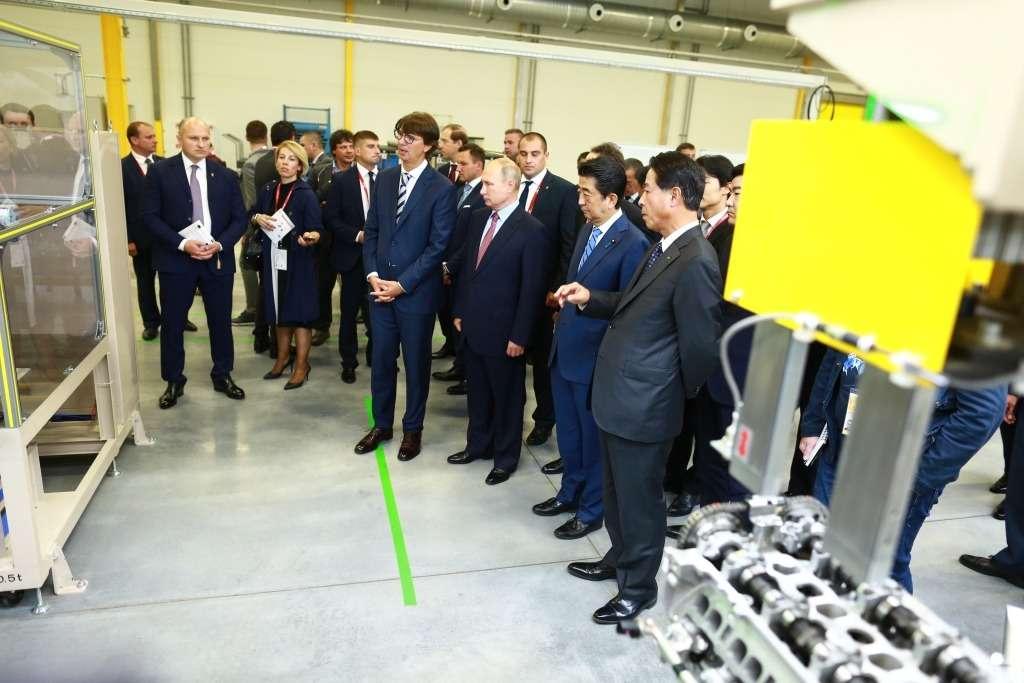 ВоВладивостоке запустили завод попроизводству двигателей Mazda. Были Путин иСиндзо Абэ— фото 903738