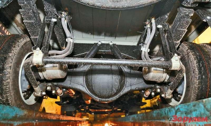 Пневмокамеры назаднем мосту снабжены пружинными энергоаккумуляторами— длястояночного тормоза