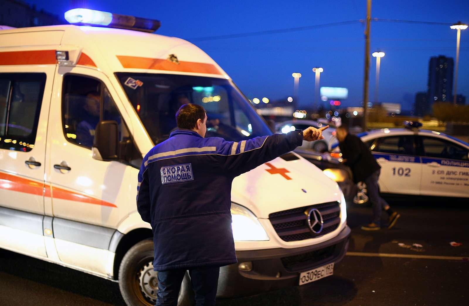 Страшное ДТП вМоскве: спасатели обнаружили труп пассажира вбагажнике
