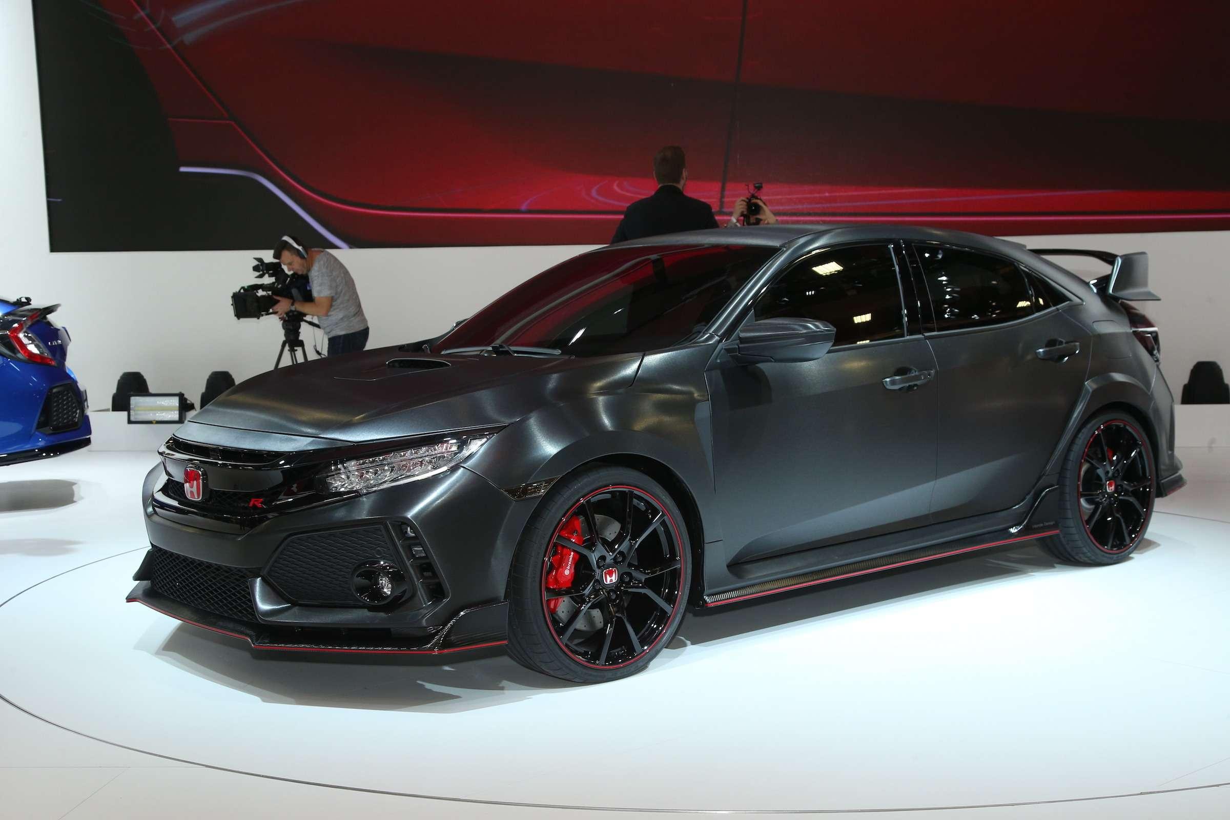 Смотрите инеспрашивайте: Honda показала новый Civic Type R— фото 641957