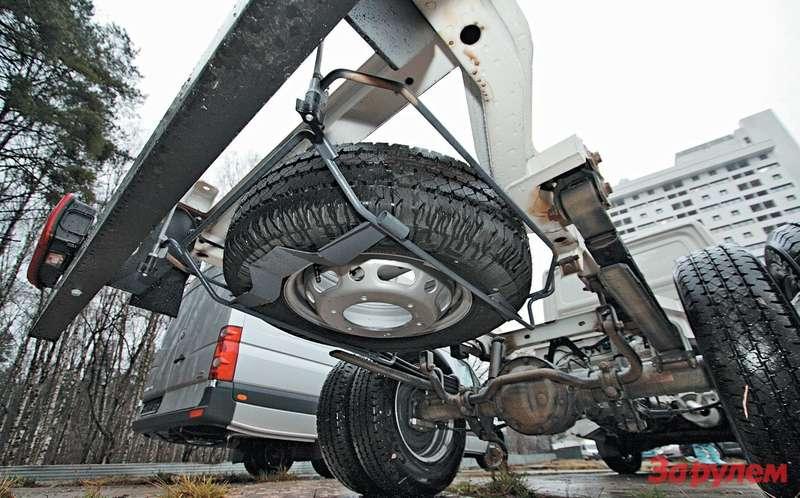...а нашасси Crafter Pritschenwagen длякрепления серег применены кронштейны, приваренные консольно кнаружным стенкам лонжеронов рамы