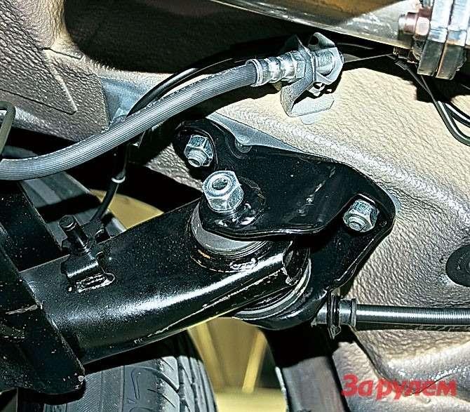 Отверстие накронштейне оси задней балки смещено назад. Засчет этого база автомобиля пусть ненамного, ноувеличилась.