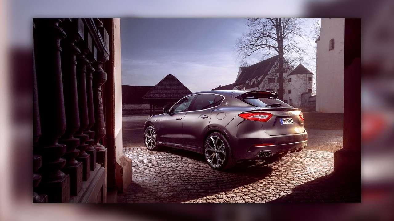 Нарасстоянии удара: Maserati Levante подобрался кPorsche Cayenne Turbo— фото 728856