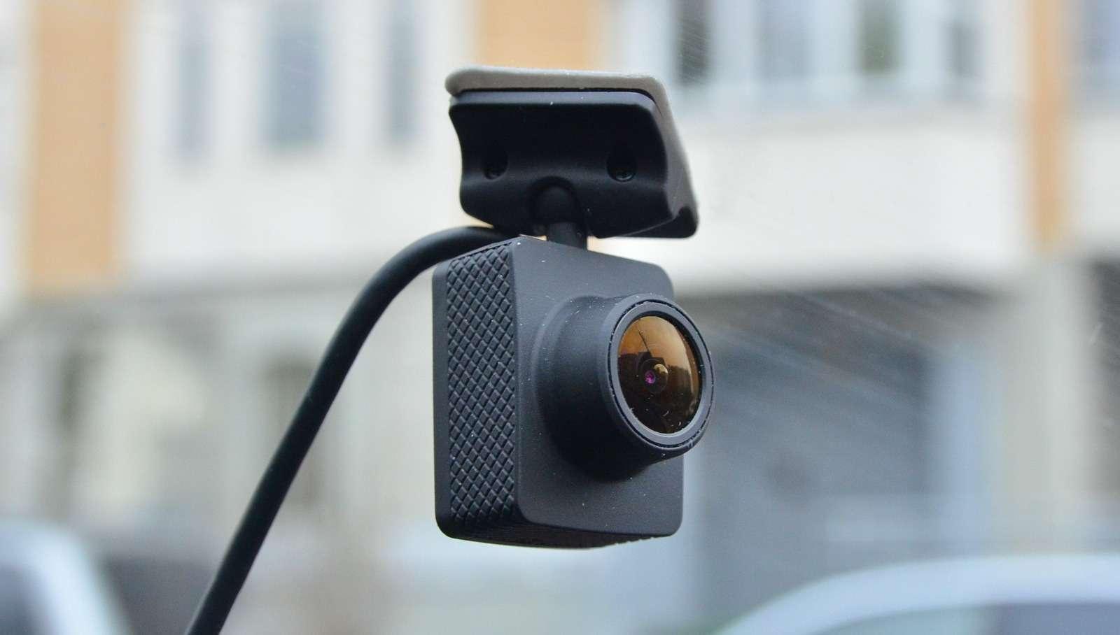 Супертест двухкамерных видеорегистраторов Full HD— фото 838415
