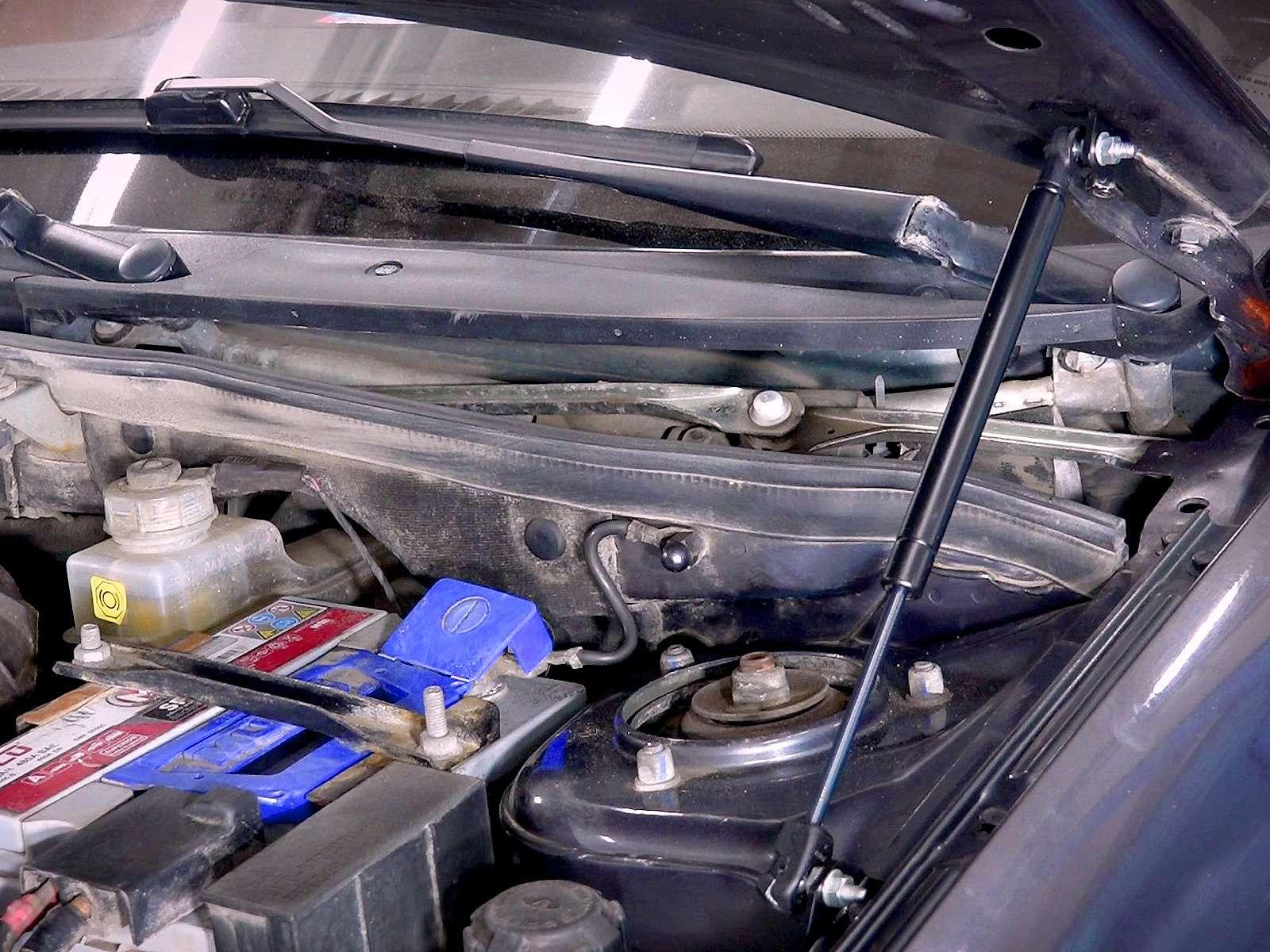 Ставим сами газовые упоры капота наЛаду— просто ибыстро— фото 968913