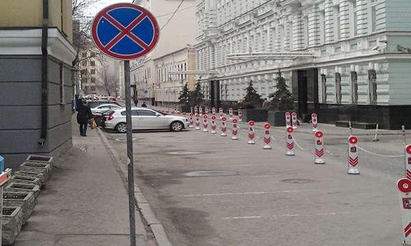 В Москве проверят законность ведомственных парковок